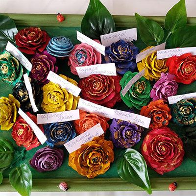 Цветочное панно из шишек лиственницы